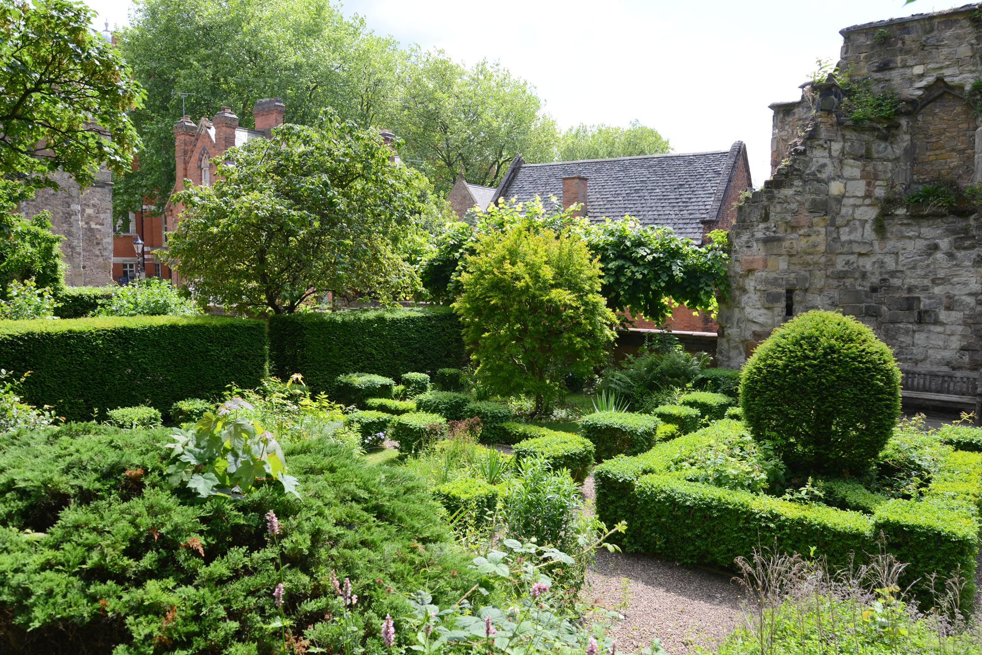 The Gardens at Newarke Houses -