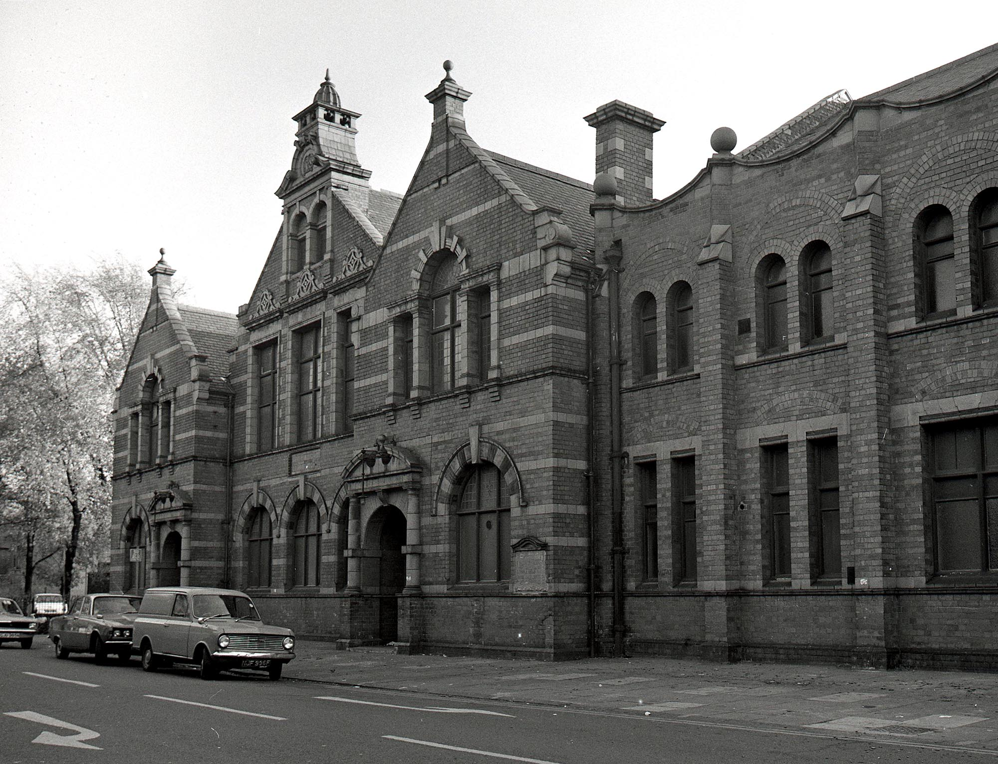 The exterior of Mantle Memorial School in 1975, after it closed -