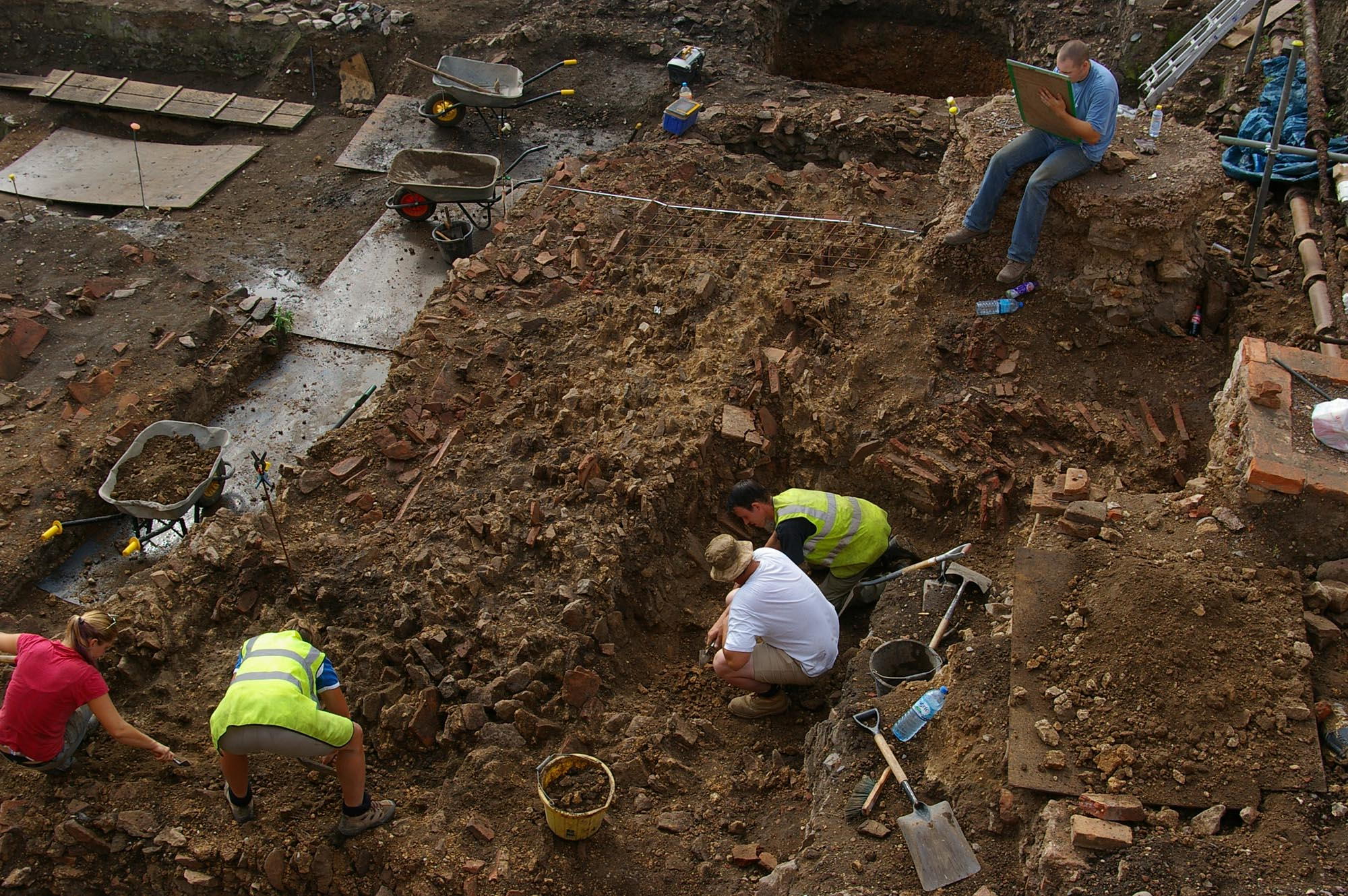 The excavation of a collapsed wall from the Roman macellum at Highcross Street in 2006 - University of Leicester Archaeological Services