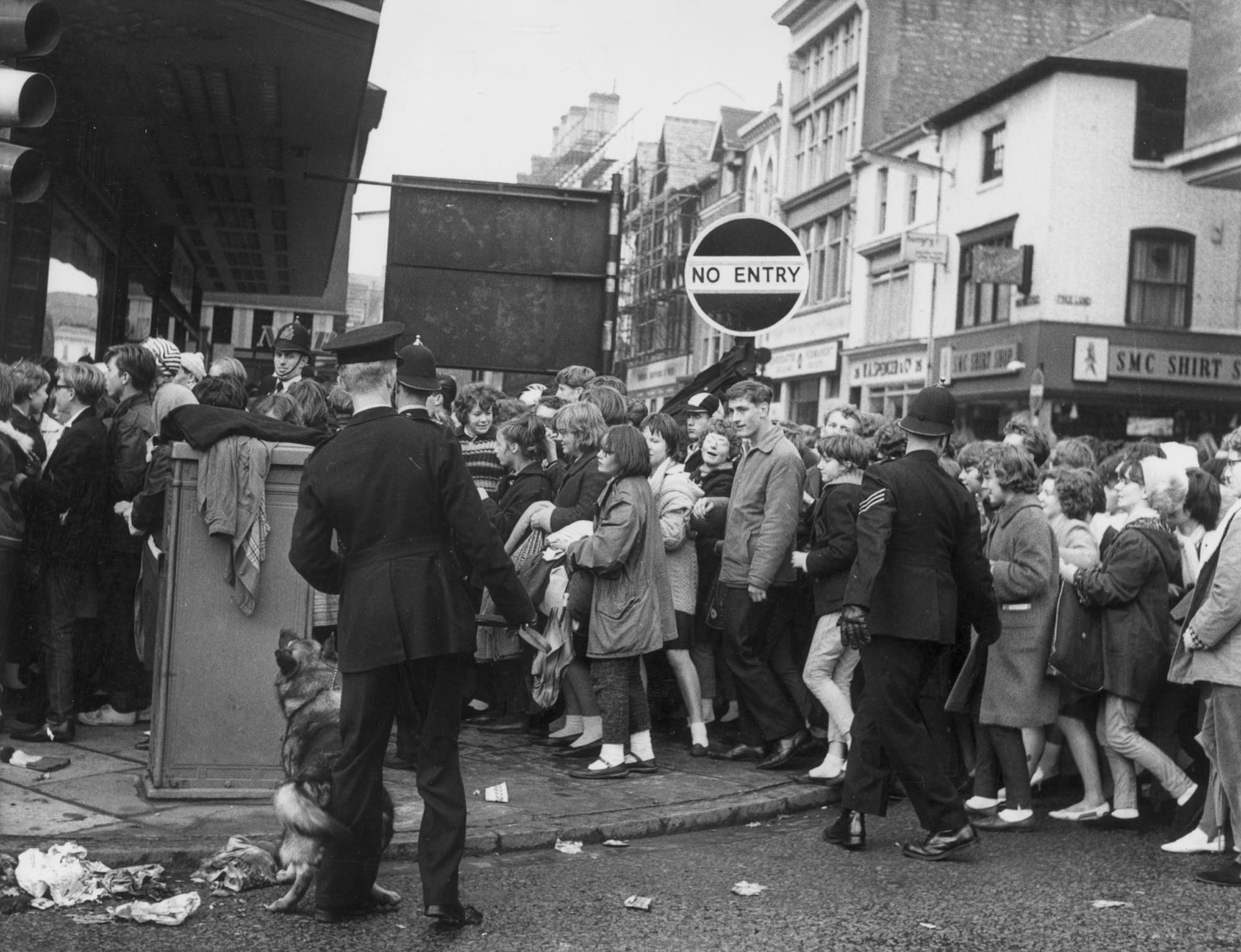 The queue on Charles Street to buy Beatles tickets, 1963 - Leicester Mercury Archive