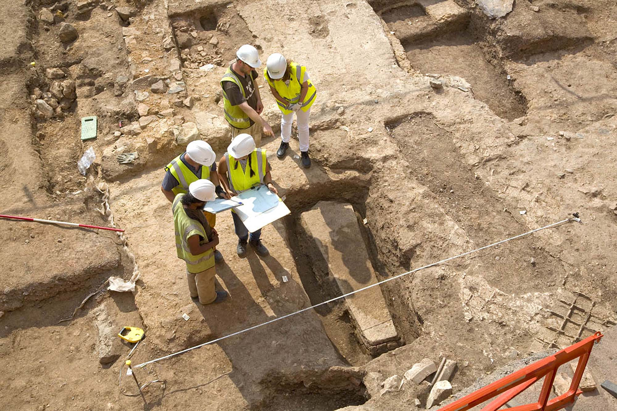 Archaeologists record a medieval stone sarcophagus in the presbytery of the Grey Friars church - University of Leicester Archaeological Services