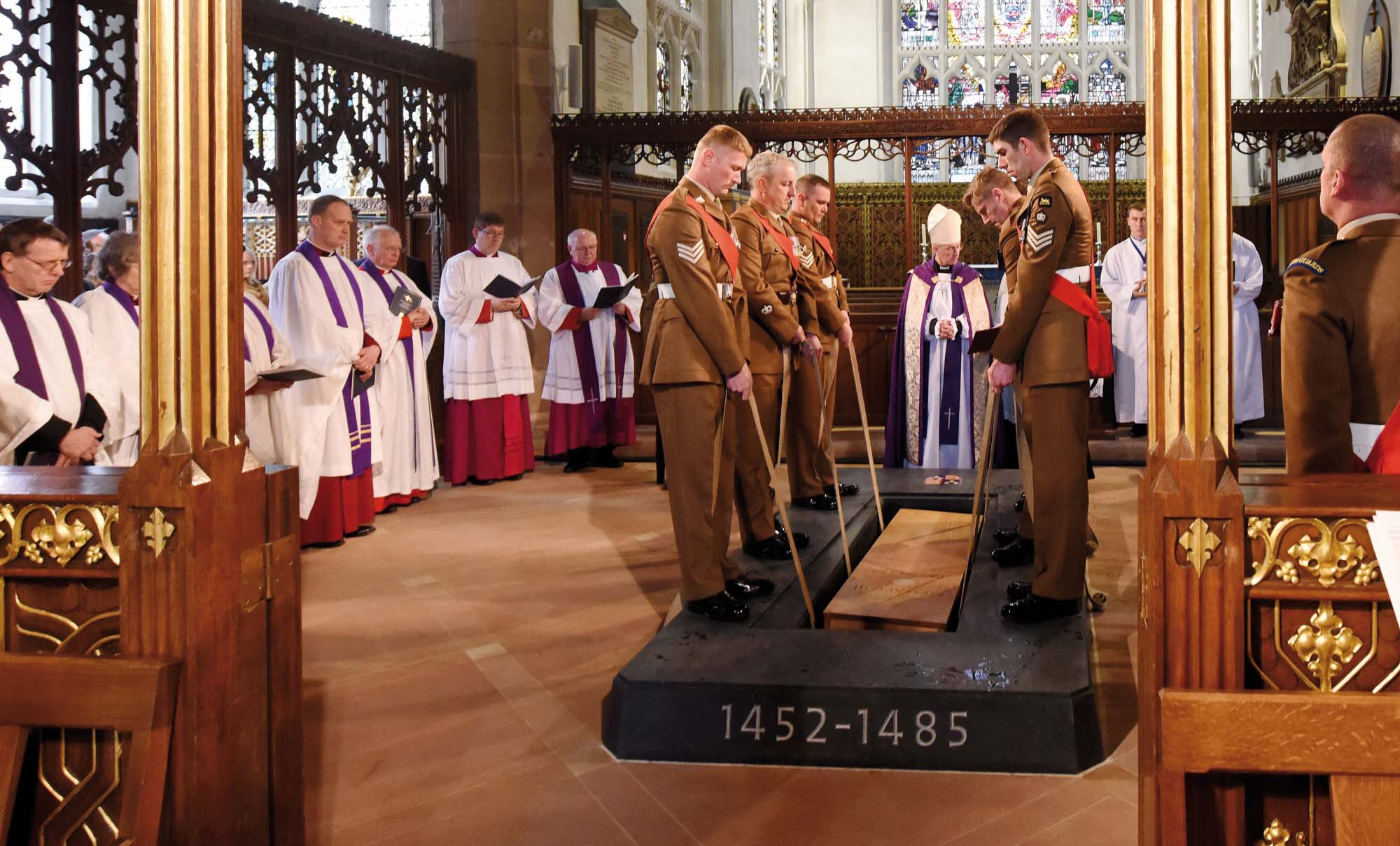King Richard III's remains are lowered into his grave - Leicester Cathedral