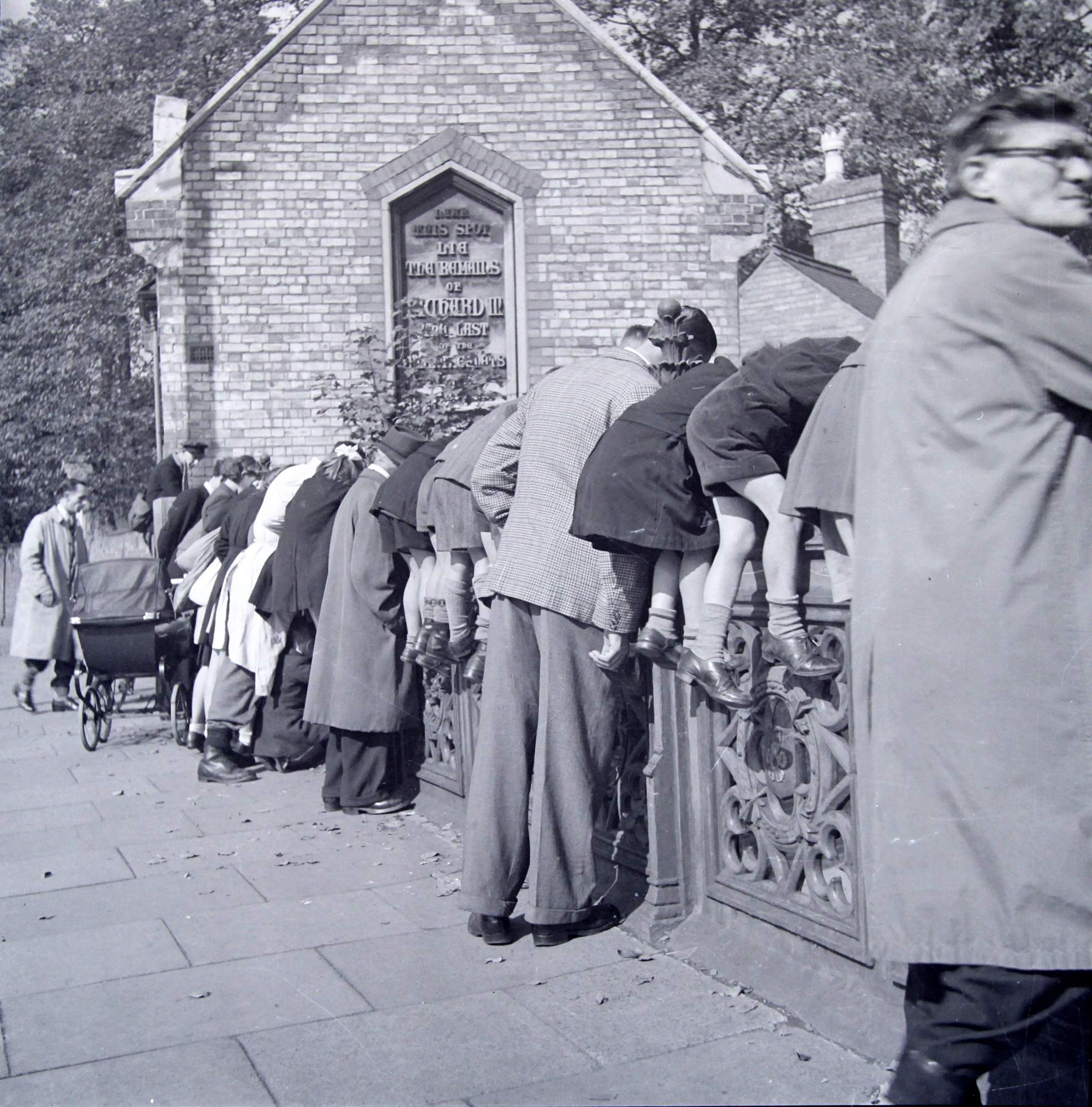 Pedestrians looking over the Bow Bridge, circa 1950s - Leicestershire Record Office
