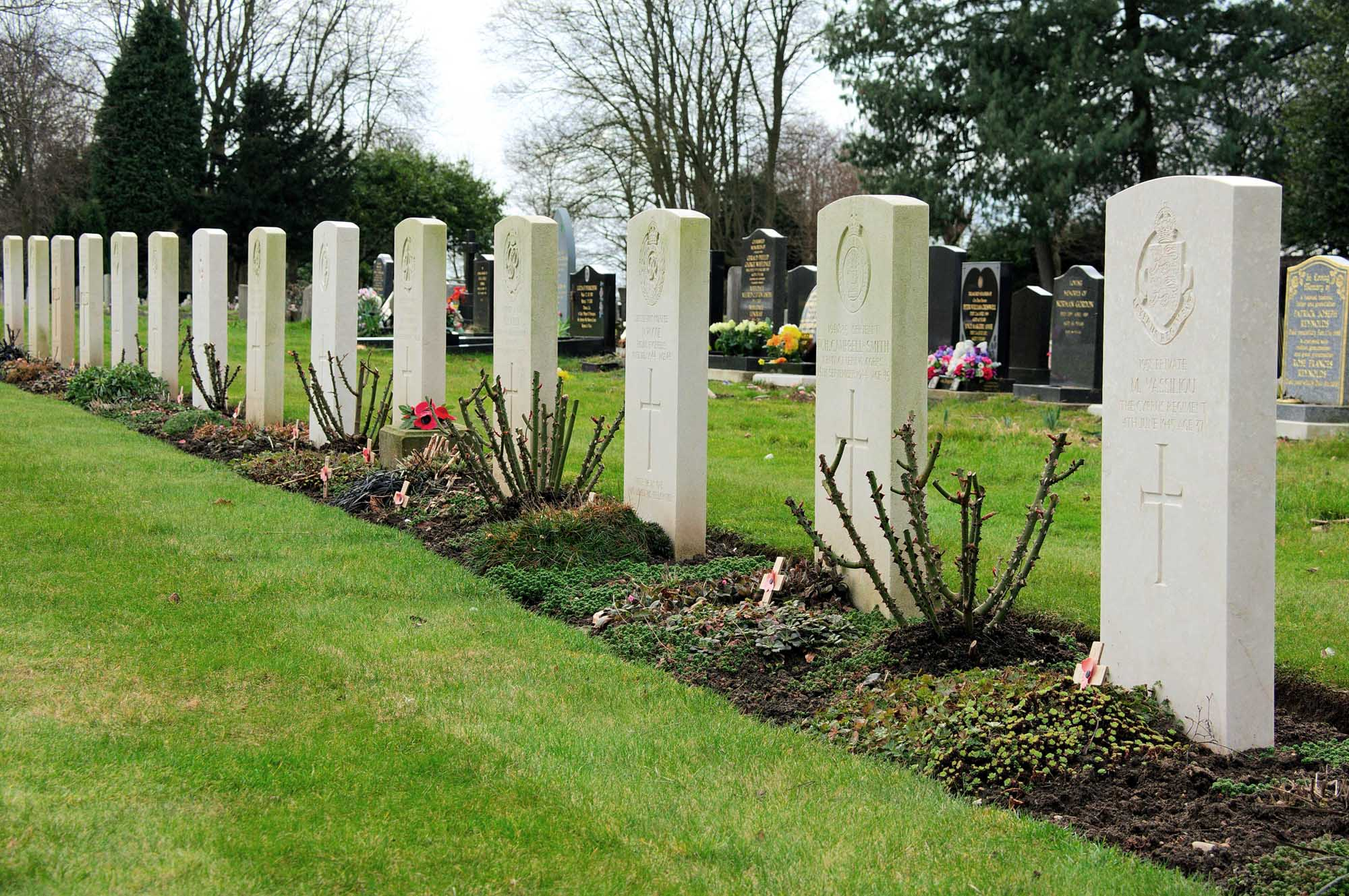 Commonwealth war graves at Saffron Hill Cemetery -