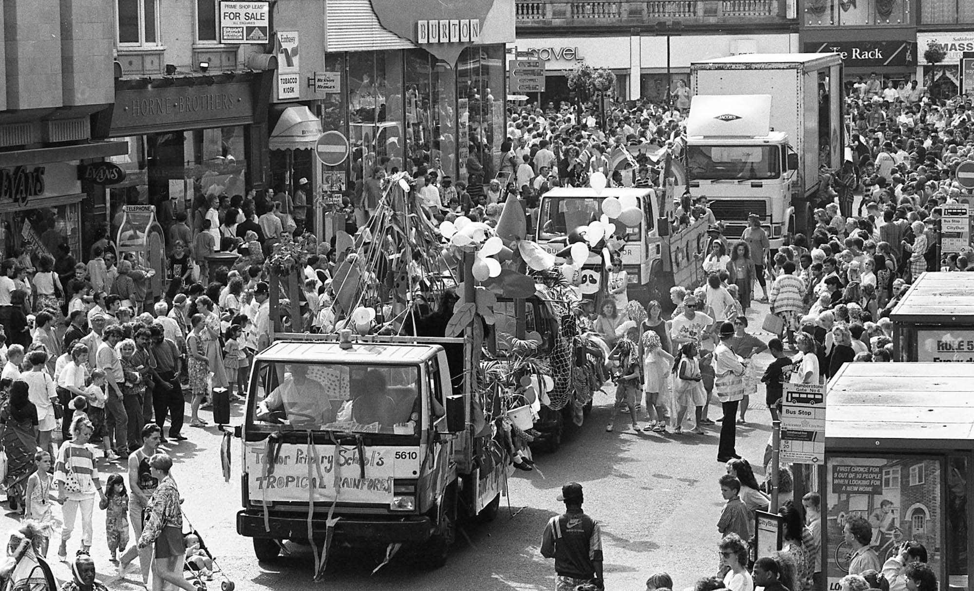The Carnival parade reaches Humberstone Gate where most of the crowds are gathered, 1991 -